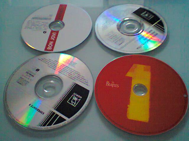 ¿Donde se tiran los CDs, DVDs, para su reciclaje?